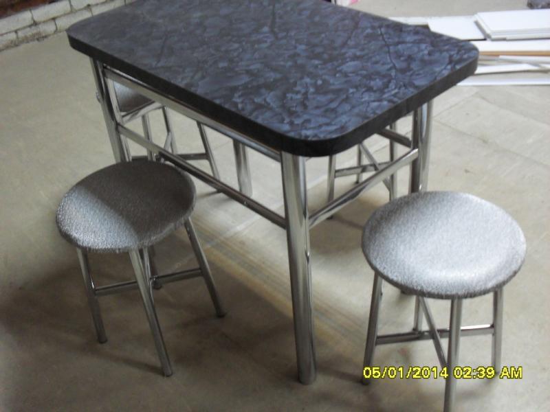 кухонный стол+табуреты